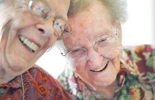 Vencedores Del Tiempo / Vivir muchos años sin hacernos viejos