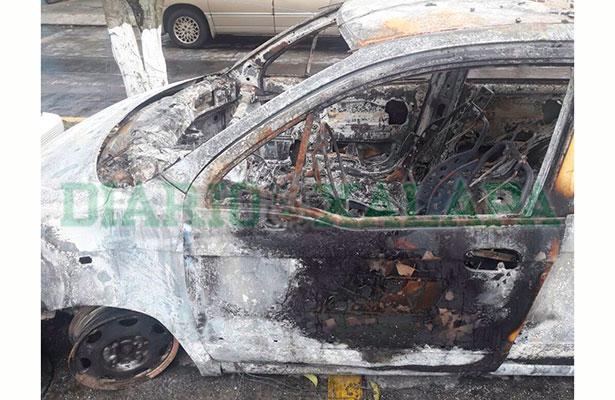 Taxi con reporte de robo es hallado calcinado en El Chico