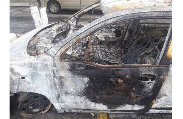 Encuentran calcinado taxi con reporte de robo cerca de Xalapa