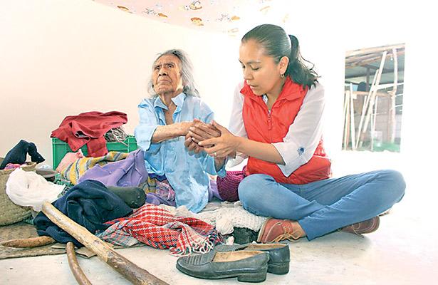 Mujer indígena cumple 120 años y le dignifican su cuarto