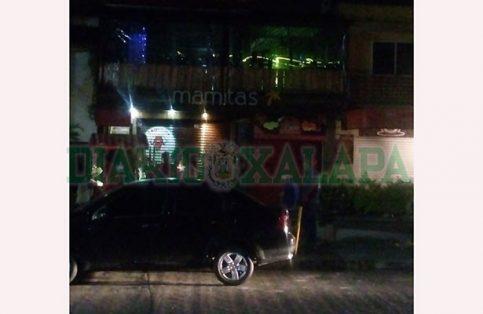 Tiran de balazos frente a antro en Xalapa; jóvenes se espantaron