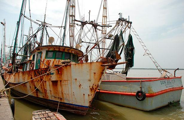 Se hunde barco camaronero en el puerto de Alvarado