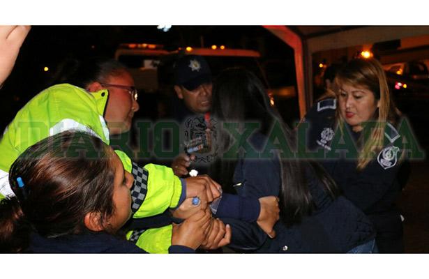 Mujer arma escándalo en operativo de alcoholimetría