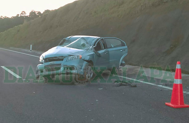 Un lesionado y vehículos destrozados dejó choque en la Perote-Xalapa