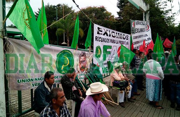 EN VIVO: Bloquea UNTA la avenida Zarco frente a Sagarpa