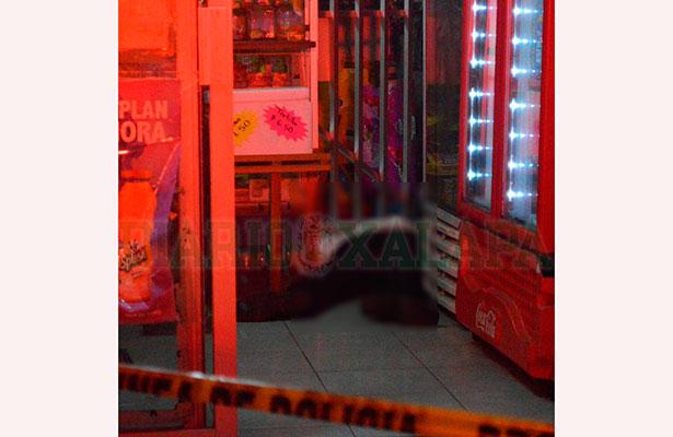 Asesinan a cliente dentro de una tienda; se opuso a ser asaltado