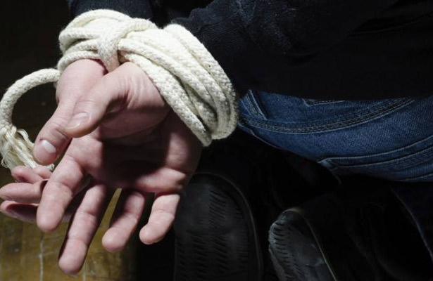 Secuestran a empleada de la Comisión Federal de Electricidad