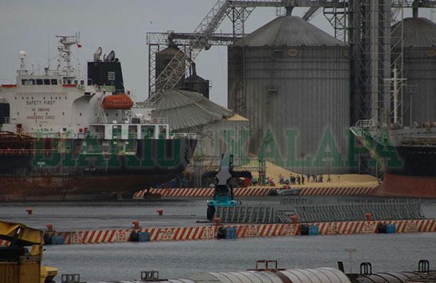 Se desploma silo de granos en recinto portuario de Veracruz