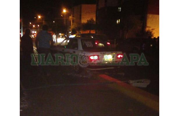 Taxista destruye poste de alumbrado público en la avenida Rébsamen