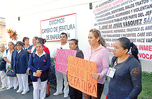 Nepotismo, hostigamiento y mal trato, denuncian enfermeros del Civil