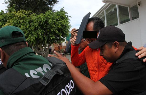 Amparan a Bermúdez; ordena juez reponer proceso en su contra