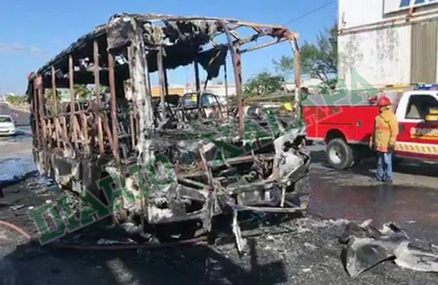 Incendio de autobús de pasajeros movilizó a grupos de rescate