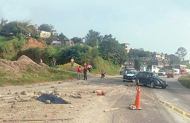 Camión sin frenos atropelló a tres personas; una menor murió