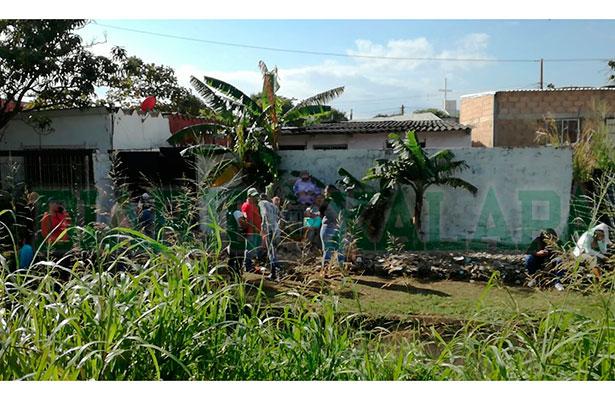 Buscan peritos fosa clandestina en cuartería de Coatzacoalcos
