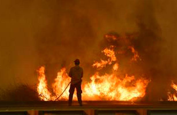 Emiten alerta morada en California por voraces incendios