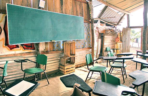 Hacen operar telesecundaria en un cuarto; alumnos llevan así más de un año