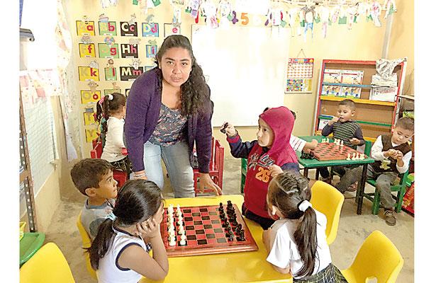 "Ajedrez pedagógico, ""una estrategia de vida"", dice docente"
