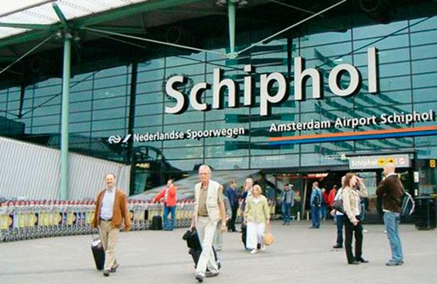Policía dispara contra hombre armado con cuchillo en aeropuerto de Amsterdam