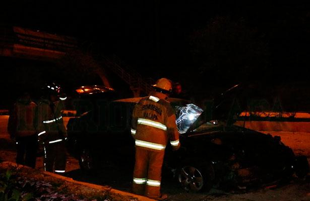 Empezaron las posadas en Xalapa: coche queda como chatarra y dos menores resultaron heridos