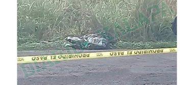 Tiran cadáver a orilla de la carretera Nanchital-Mundo Nuevo