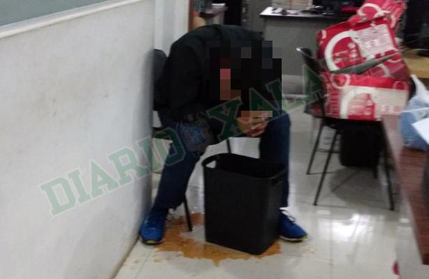 Detienen a ministerial que habría amenazado con su pistola a cliente de bar en Xalapa
