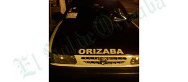 Recuperan taxi tras balacera; los asaltantes escaparon