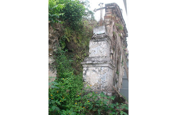 """Se """"salvan"""" 9 tumbas antiguas de tráfico de predios"""
