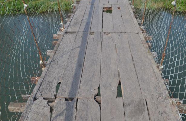 Puente colgante de Úrsulo Galván se está cayendo a pedazos