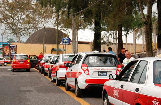 Anuncian taxistas aumento de tarifas para abril