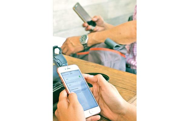 Riesgos en la salud por uso excesivo de dispositivos móviles, advierten