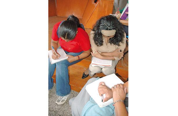 Analfabetos, más de 12 mil xalapeños, afirma regidora