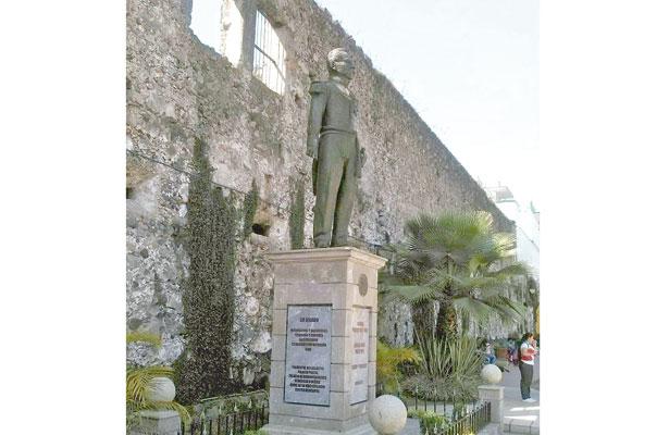 """Estatua de Porfirio Díaz, """"insulto a la lucha obrera""""; piden removerla"""