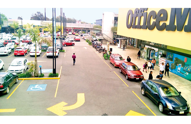 Quieren quitar Urban Center; plaza ocupa terreno irregular, denuncian
