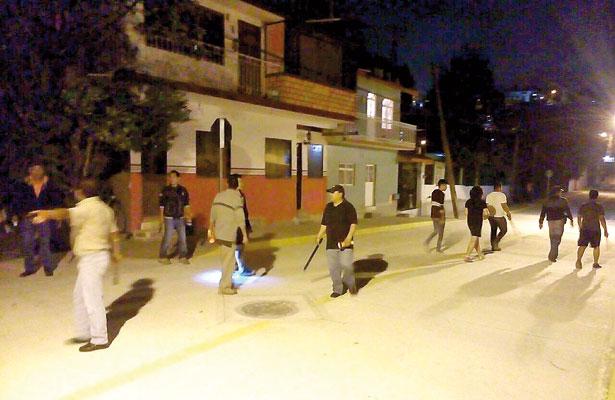 Toman colonos de Xalapa seguridad por su cuenta; combaten delitos