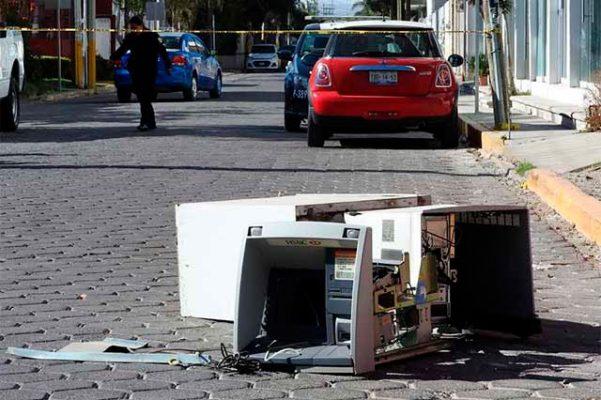 Cajero automático arrancado por comando armado