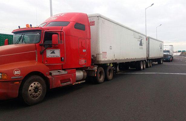 Policía Federal frustra robo de 125 toneladas de azúcar en el libramiento Xalapa