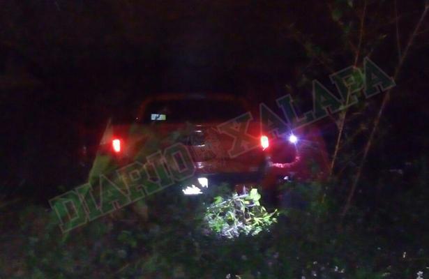 Camioneta cae a desnivel en la colonia Las Cumbres