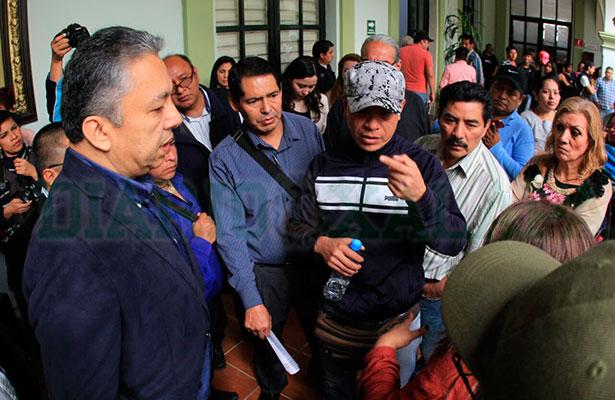 Comerciantes de plaza Clavijero llegan a Palacio Municipal, exigen eliminar ambulantaje