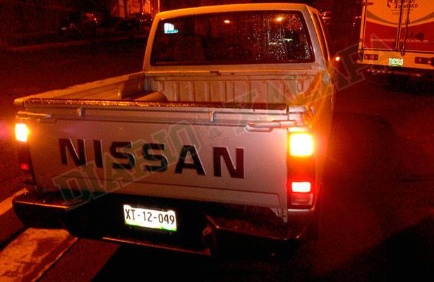 Dejan camioneta abandonada en Rébsamen; cuenta con reporte de robo