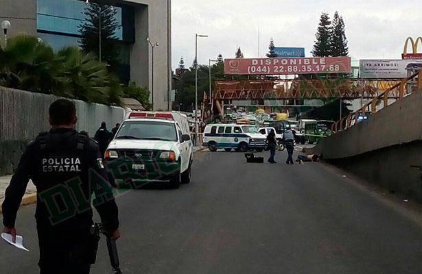 Ejecutan a hombre a balazos frente a Plaza Crystal, en Xalapa