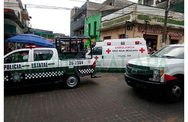 Apuñalan a mujer afuera del mercado Galeana, en Xalapa