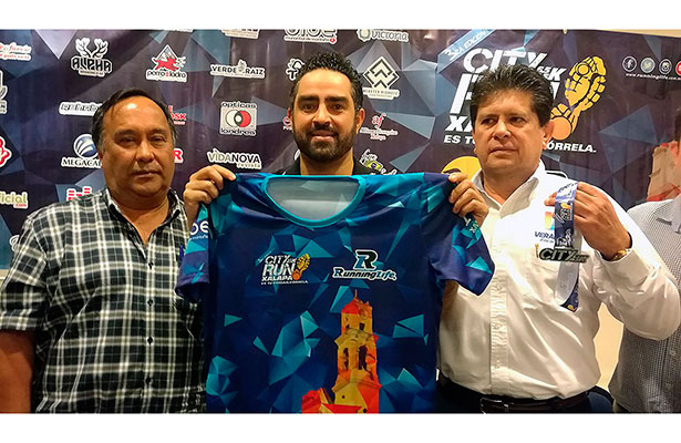 Presentan la playera de la carrera atlética City Run Xalapa
