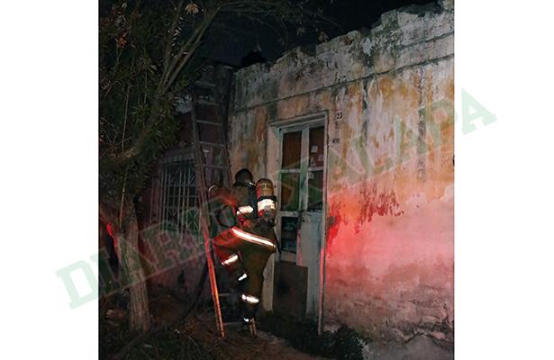 Incendian casa cerca del PRI estatal; creen fue acto vandálico