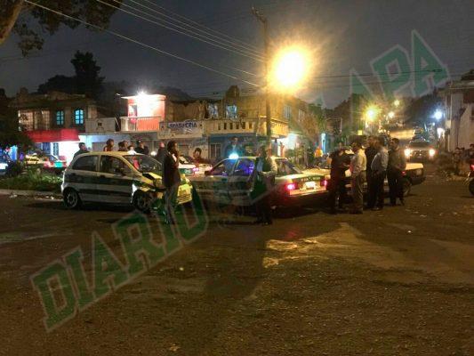 Taxistas iniciaron el año chocando en la colonia Progreso