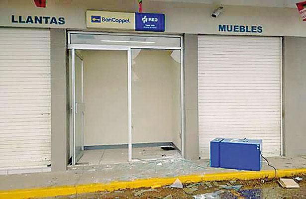 Sujetos arrancan y roban cajero automático