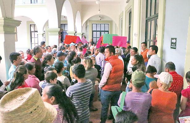 Denuncian regidores engaño en presupuesto de Xalapa