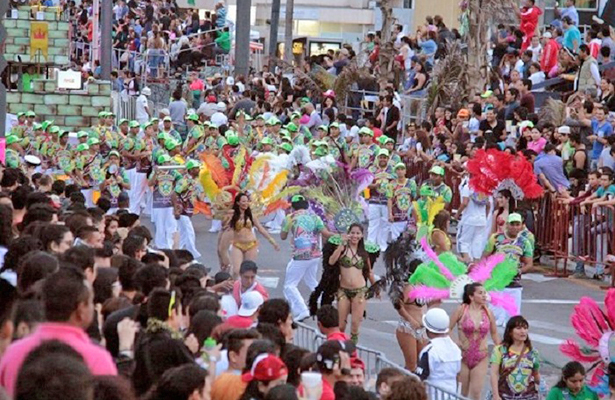 Reina la alegría durante segundo desfile de carnaval, este domingo