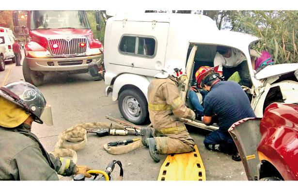 3 heridos y daños cuantiosos en choque en la Xalapa-Coatepec