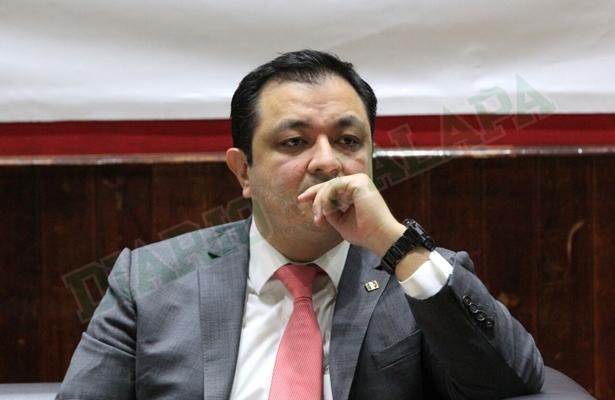 Exservidores públicos pasados se fueron a otros partidos: Américo Zúñiga