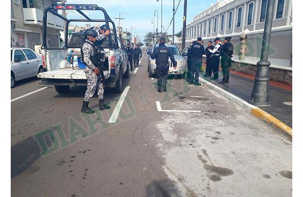Policías evitan robo de camioneta a turistas en el puerto; hay un detenido